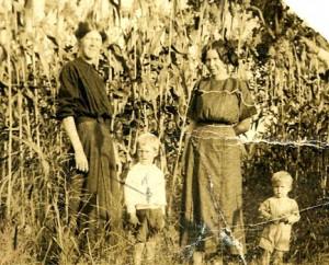 Belle Moss Cloer, Lawrence Cloer, Winnie Moss, Ervin Cloer. Before 1914.